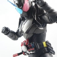S.H.Figuarts 假面骑士Build RabbitTank Hazard Form